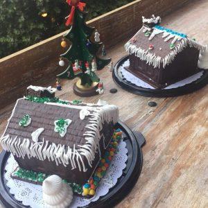 Casitas de Navidad de chocolate macizo y rellenas con dulces